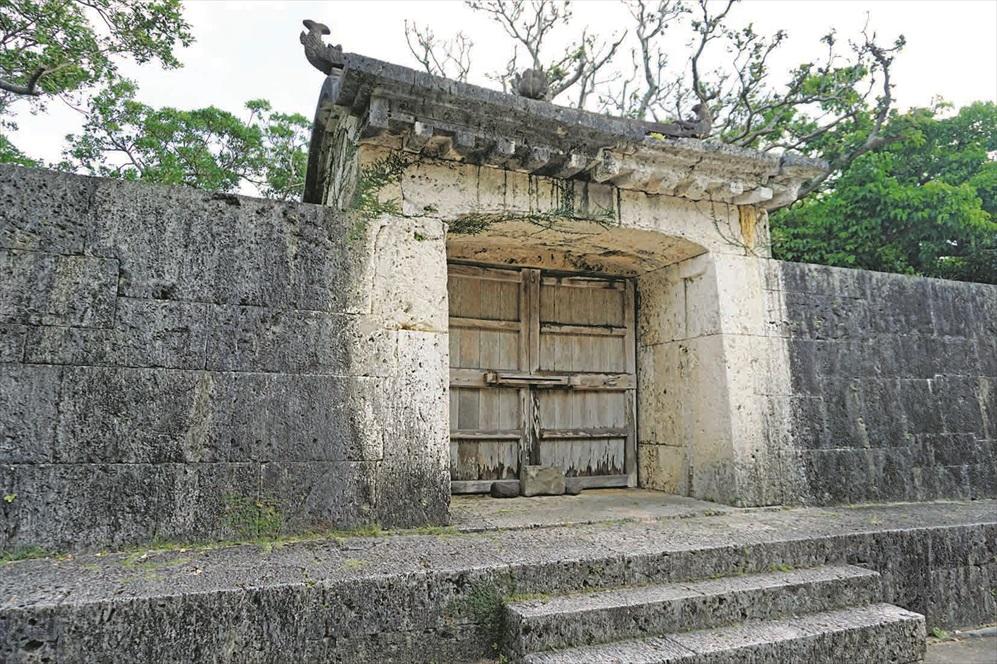 园比屋武御嶽门是王族参拜的地方。