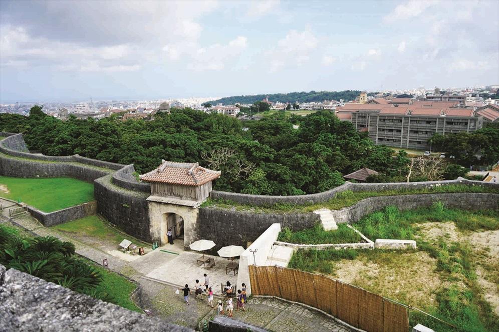 这里是眺望首礼城和那霸最好的地点。