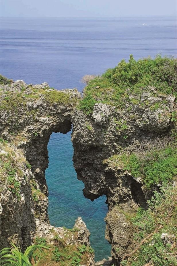 这里的海让人觉得美得像一幅画。