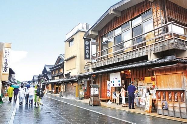 托福横丁再现了江户时代的街景和洋溢着古色古香的气息。