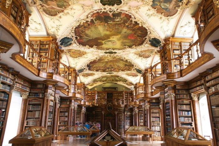 八百年的历史,让这里成为全球最早期、最重要的寺院图书馆。