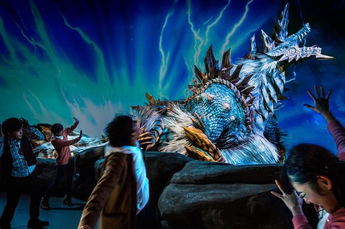 魄力满分的实体大怪物,让你置身《怪物猎人》的世界了。