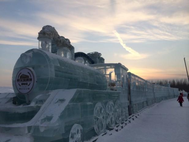 冰雕蒸气火车;栩栩如生