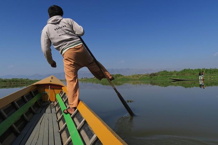 茵莱湖以独脚划船的技巧闻名!