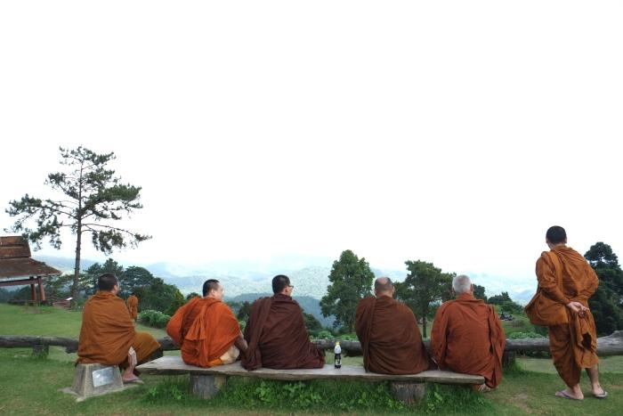 怀南当国家公园竟然遇上了一群僧人在欣赏风光。