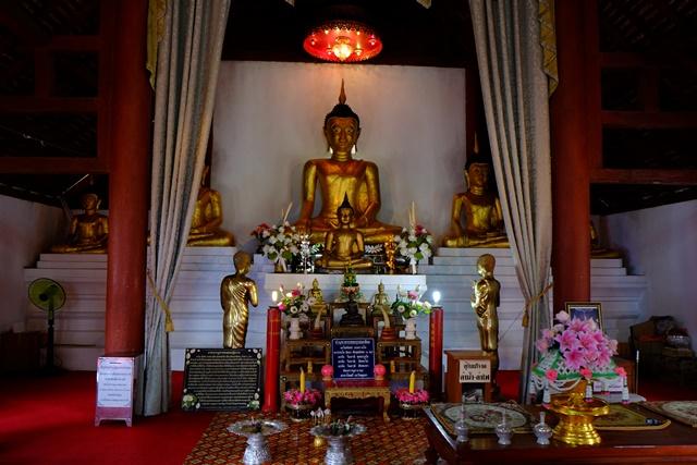据说南湖寺供奉的佛像,曾有泉水从头颅涌出,被民众视为圣水。