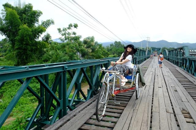 二战纪念铁桥上摆着马车让妳拍个够!