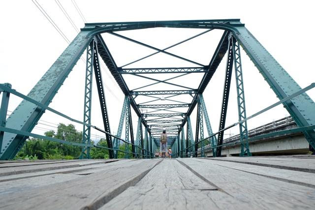二战纪念铁桥架构依旧稳固。
