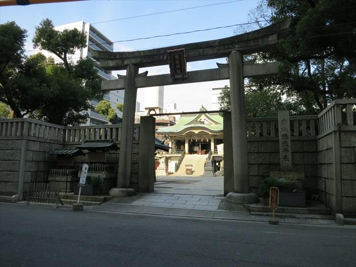 难波神社,位于大都会中的神社。