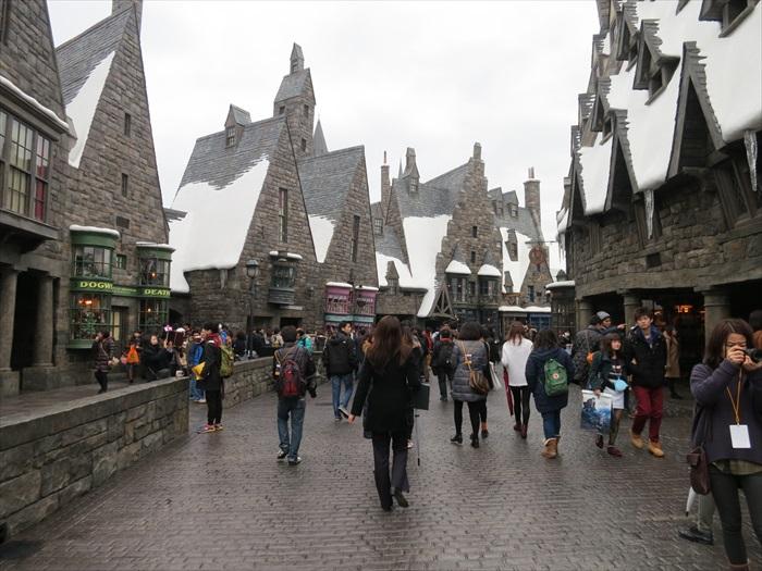永远都是人山人海的《哈利波特的魔法世界》。