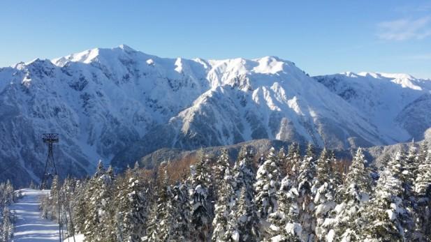冬季乘搭新穗高缆车,沿途的风景美的令人难忘。
