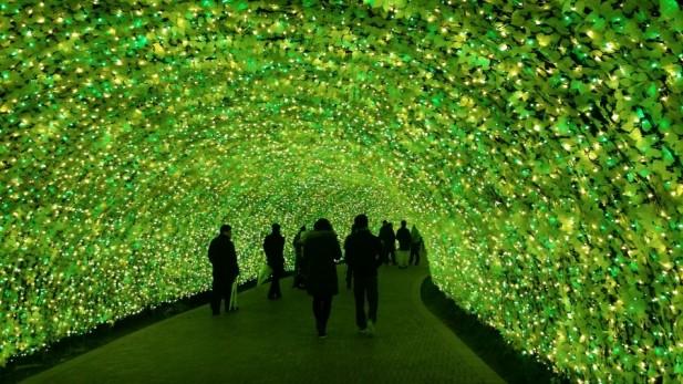 绿色LED隧道也毫不逊色。