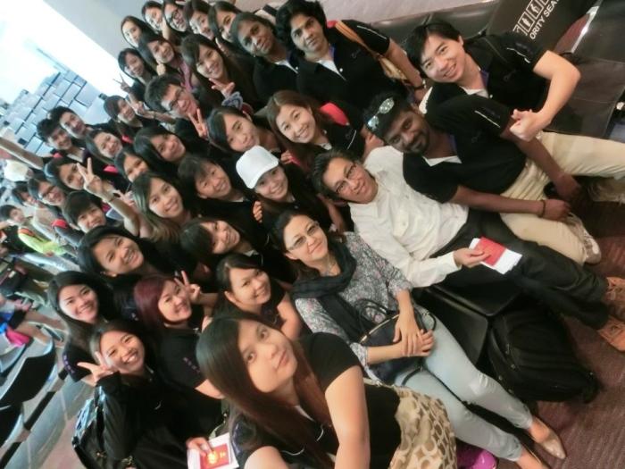 去年的蘋果旅遊167人一起远赴巴厘岛旅游,大伙能够留住许多美好的片刻,自拍神器功劳不少!