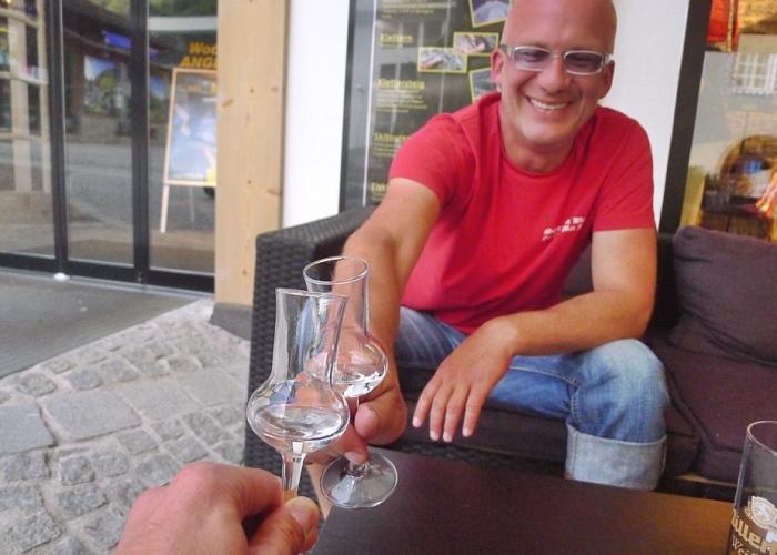 马克在德国遇见的朋友,马科斯(Markus)。年纪相仿的他和马克投缘,两人还有另几位朋友还一同小酌、用晚餐。