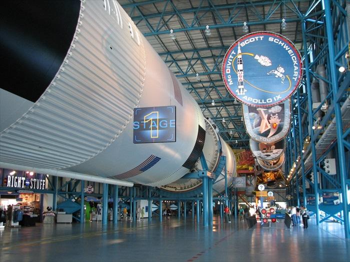 巨大的阿波罗5号。