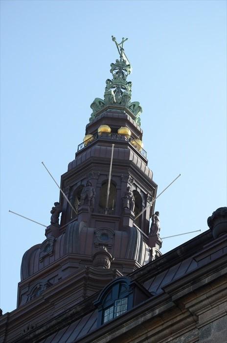 建筑的曲线雕塑都是欣赏重点。