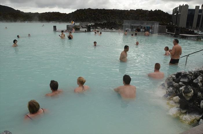 蓝湖是冰岛非常知名的旅游胜地。