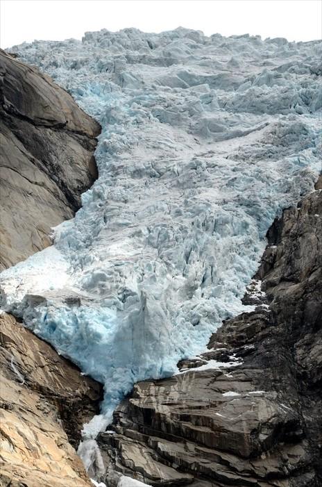 可惜的是,这冰川其实是全球暖化的受害者。