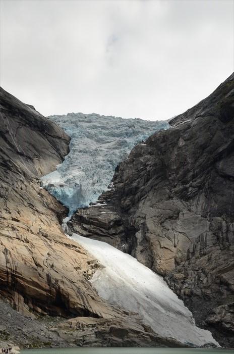 蓝色的千年冰川,散发一股神秘气息。