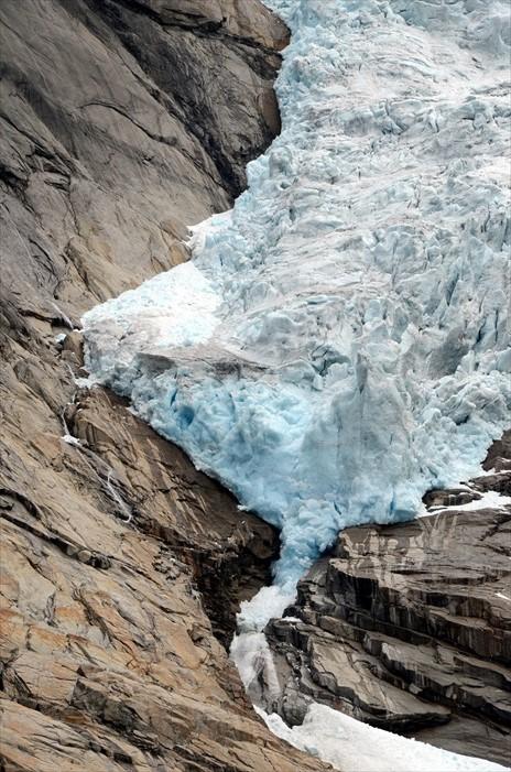 冰舌体积逐年变小,化为潺潺溪水,要看的话真的要趁早。