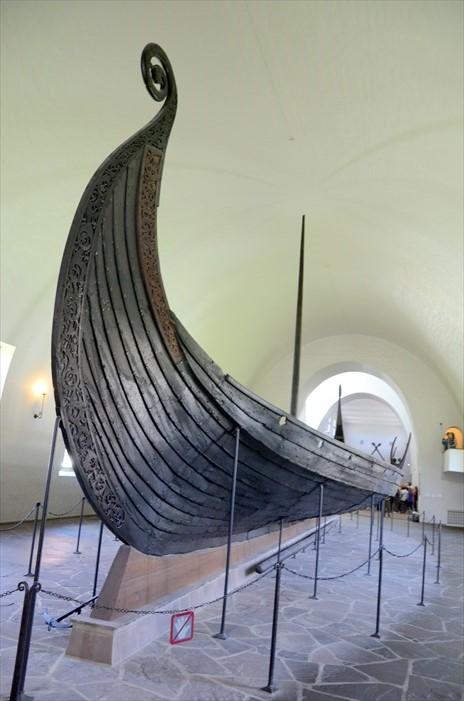 这里展示了三艘保存良好的维京船,这可是在其他地方难以看到的。