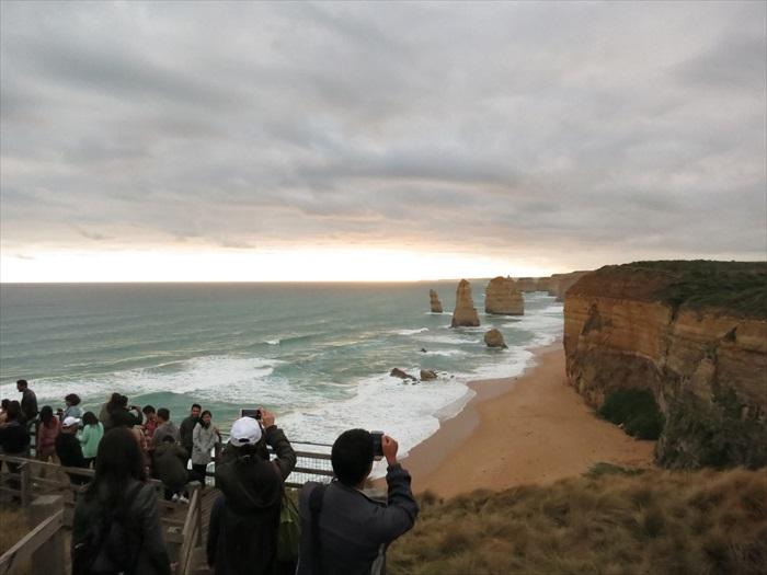 大洋路绵延数百里,期间奇景无数,时而门徒石的名声是响当当的。