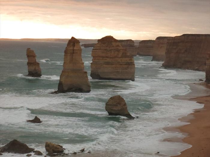 大自然塑造的景观有一种人工无法比拟的神奇,世界上真的没有第二条海岸路可以媲美。