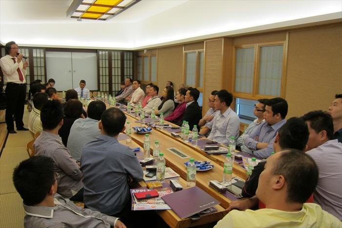 分享会最后在满满和味的会议室举行。