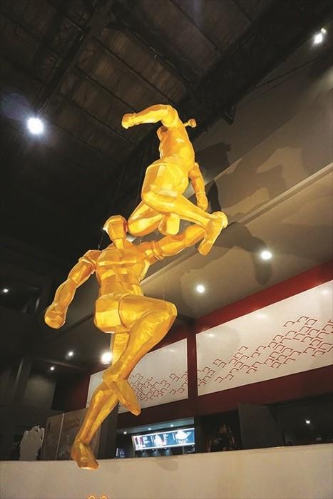 剧场外还有泰拳对战的雕塑,让人深深感受到泰拳的威武霸气。