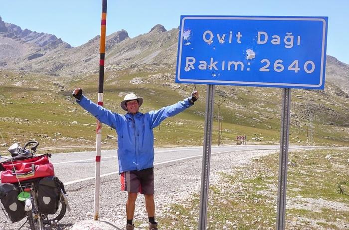 土耳其破了我几项个人记录:首次体验高达摄氏51℃高温、路程中每小时71公里的最高时速、一天内137公里的最长距离,以及攀上海拔2,600公尺高的'Ovit Dagi'山路。