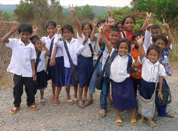 柬埔寨的孩童,上课了!
