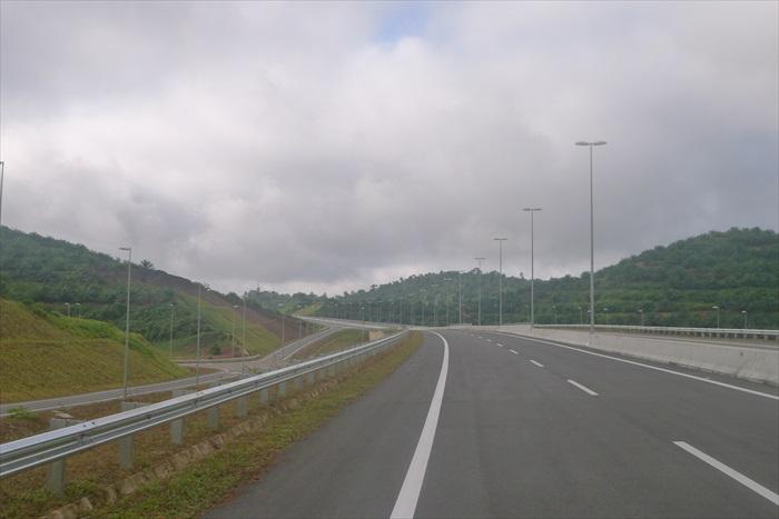 大家熟悉的高速公路。
