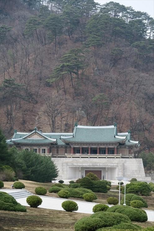 妙香山果然山明水秀;建在山洞的博物馆馆是国家领袖获185国家赠送的纪念品收藏馆