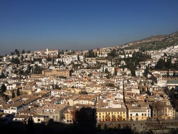 站在王宫最高的瞭望台一览城市全景。