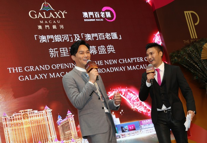 Cheung Chi Lam being interviewed on stage