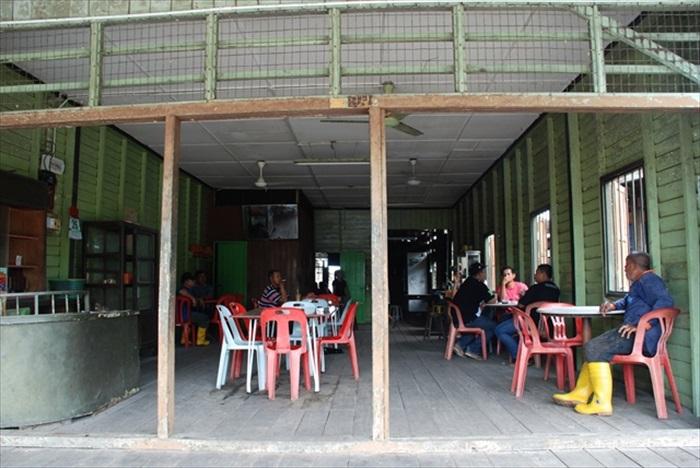 集成茶室是各种族茶客品茶歇息片刻的地方。