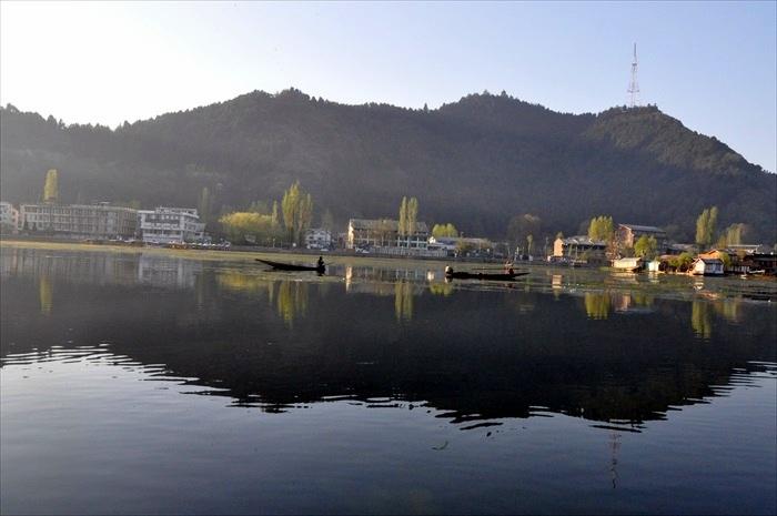 宁静的达尔湖之晨。
