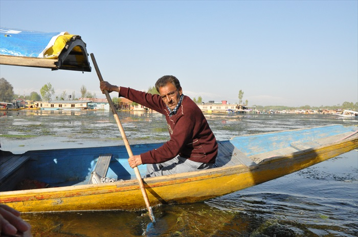 希卡拉小船是当地人重要的交通工具。