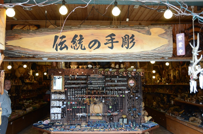 当地传统的手工艺商店,单是陈设就非常吸引人。
