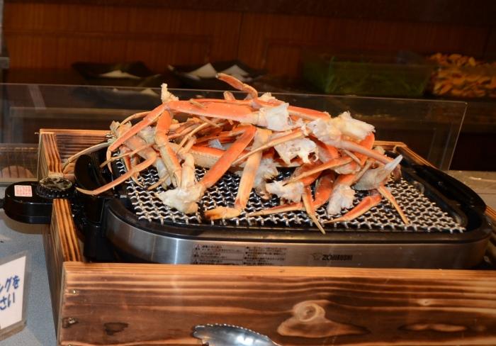 松叶蟹的蟹脚不如帝王蟹壮观,但肉的甜度绝对可以与之媲美!
