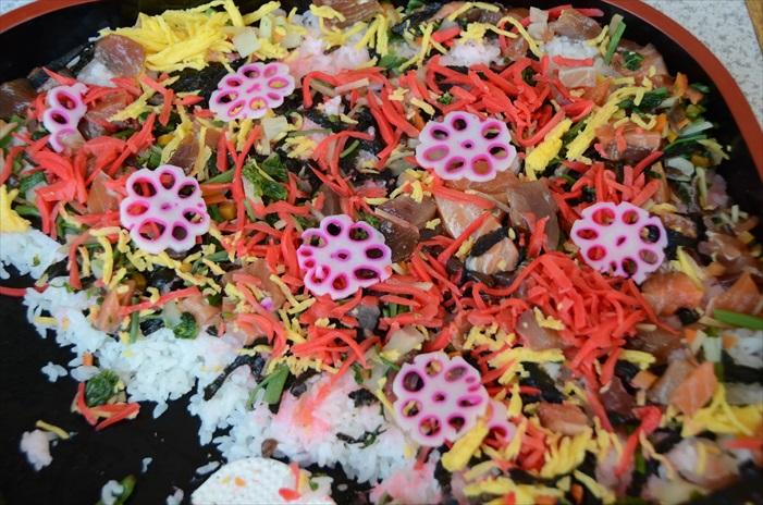 加入了多种海鲜、蛋卷丝、腌菜丝的自助式丼物,非常丰盛,海鲜的使用也毫不含糊!