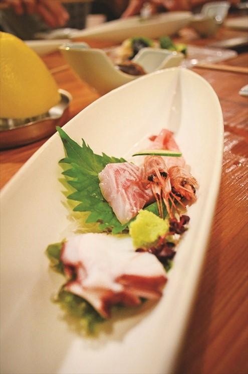 生鱼片、鲜虾、章鱼片是日式料理内不可少的食材。