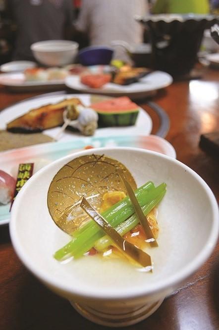 摆盘精致的海鲜美食。(一)