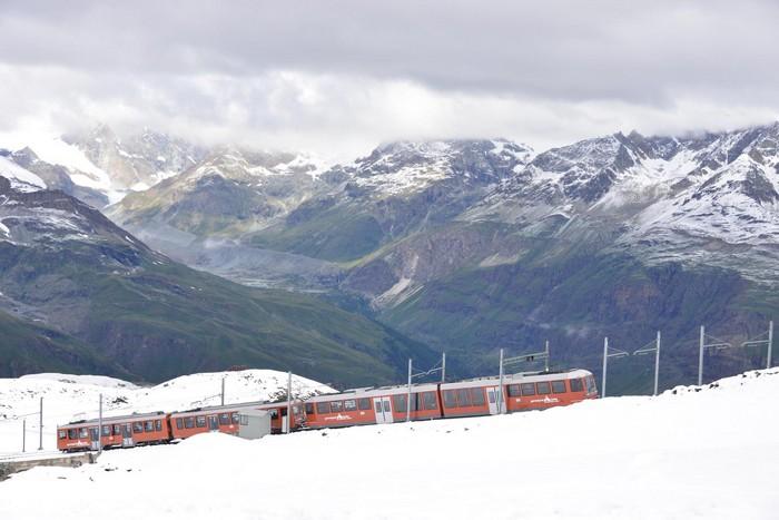 看似辛苦无力的登山火车,载送你上马特洪峰,是轻松愉快之旅。