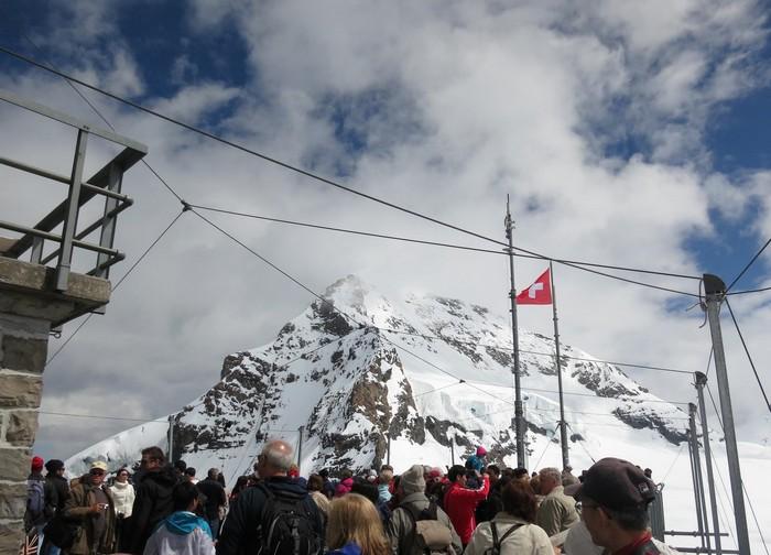 高约3571公尺的少女峰,是欧洲境内最高峰,非游不可。