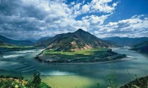 乘坐世纪神话号游轮游览长江三峡,中国