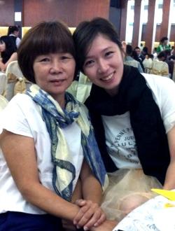 林杏茹 (右) APPLE101业务发展执行员 与妈妈