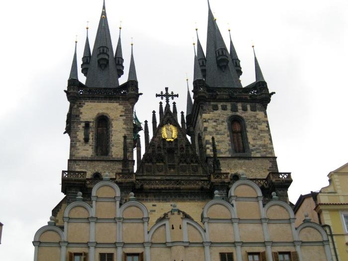 提恩教堂(捷克语:Kostel Matky Boží před Týnem、Týnský chrám,或简称Týn)