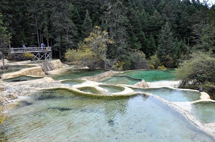 黄龙景区的赏景重点——七彩群湖!