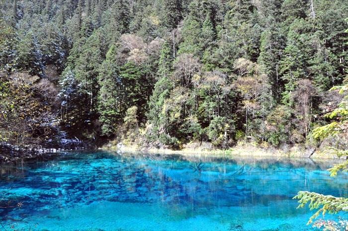 湖水好蓝!